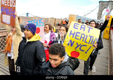 """Brooklyn Bridge during the annual Anti-Violence """"Compassion"""" rally... - Stock Photo"""