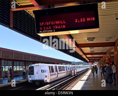 'BART' station at Walnut Creek. 'Bay Area Rapid Transit' train system San Francisco bay area California USA - Stock Photo