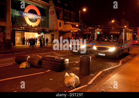 London, UK. 8th April 2013. Protesters litter the road with up-turned bins as celbrations turned sour and protesters - Stock Photo