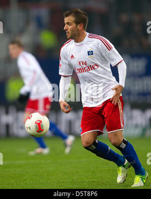 Hamburg's Rafael van der Vaart plays the ball during the Bundesliga soccer match between Hamburger SV and FSV Mainz - Stock Photo