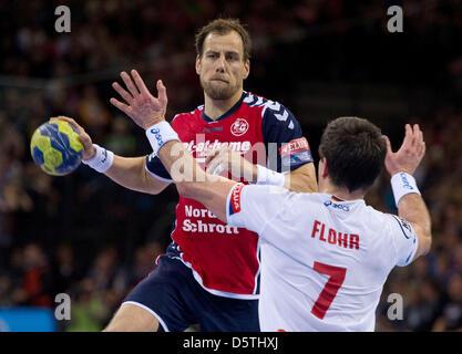 Flensburg's Maik Machulla throws the ball against Hamburg's Matthias Flohr during the Handball Champions League - Stock Photo