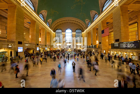 People walk through the central hall of the Grand Central Train Station in New York, USA, 26 September 2012. Grand - Stock Photo