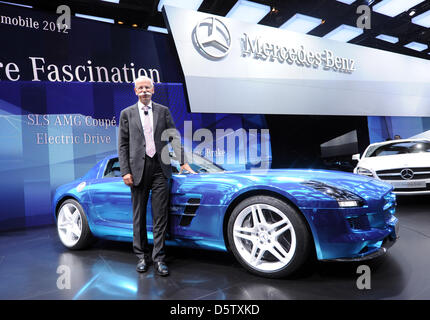 Mercedes ceo dieter zetsche presents electric concept car for Mercedes benz ceo