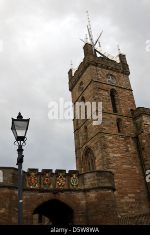 The entrance to the Palace and the tower of St Michael's Church in Linlithgow, West Lothian, Scotland. - Stock Photo