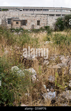 Jerusalem, Israel. 9-Apr-2013. A field of rubble, serving as evidence of destruction, leads to one of the few remaining - Stock Photo