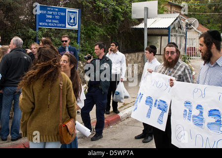 Jerusalem, Israel. 9-Apr-2013. Jewish right-wing activists, lead by Baruch Marzel, disrupt a commemoration procession - Stock Photo