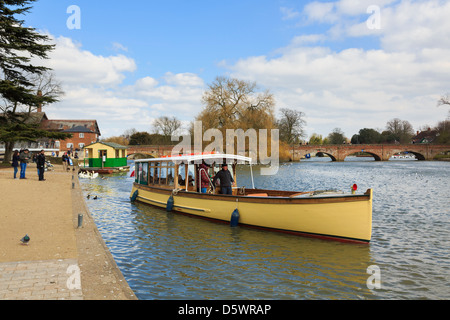 Scene with tourists on a sightseeing cruise boat on the River Avon in Stratford-upon-Avon, Warwickshire, England, - Stock Photo
