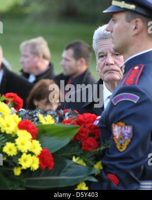GermanPresident Joachim Gauck lays a wreath at the memorial to the murdered children of Lidice, near Prague, Czech - Stock Photo
