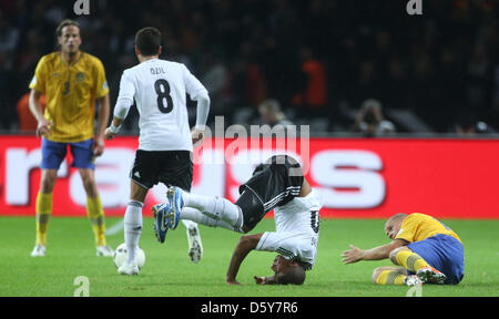 Germany's Mesut Oezil (2nd L) and Jerome Boateng (C) vie for the ball with Sweden's Samuel Holmen(R) during the - Stock Photo
