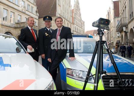 North Rhine-Westphalia's Minister of the Interior Ralf Jaeger (L), his Lower-Saxon colleague Uwe Schuenemann (R) - Stock Photo