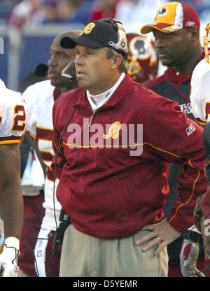 Washington Redskins defensive coordinator Gregg Williams watches the action from the sidelines in the game against the New York Giants at Giants Stadium in East Rutherford, New Jersey, USA, 30 November 2005. The Redskins lost the game 36 - 0. On March 21, 2012 Williams admitted to being involved with paying bounties for causing injuries to opponents while serving as defensive coord Stock Photo