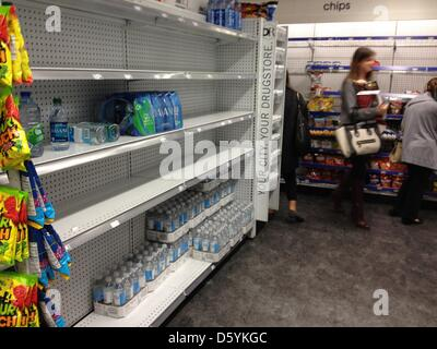 The shelves are empty in a drugstore on Upper East Side in New York, USA, 28 October 2012. The citizens of New York - Stock Photo