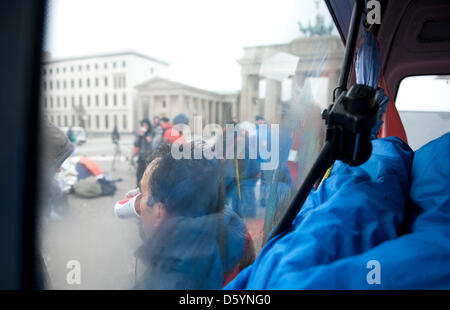 An asylum-seeking refugee leans against a van at Brandenburg Gate in Berlin, Germany, 01 November 2012. Citizens - Stock Photo