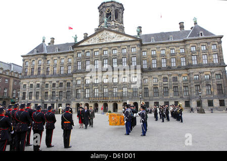 Dutch Queen Beatrix welcomes Turkish President Abdullah Gul at the Royal Palace in Amsterdam, the Netherlands on - Stock Photo