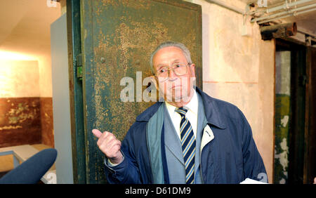 Contemporary witness Friedrich Klausch stands in front of the cells in the cellar of the memorial site Leistikowstraße - Stock Photo