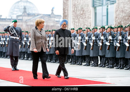 Berlin, Germany.11th April 2013.German Chancellor, Angela Merkel welcomes the Prime Minister of India, Manmohan - Stock Photo