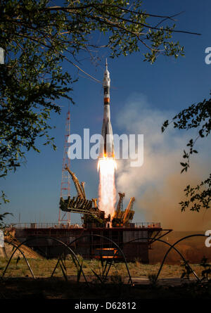 The Soyuz TMA-04M rocket launches from the Baikonur Cosmodrome in Kazakhstan on Tuesday, May 15, 2012 carrying Expedition - Stock Photo
