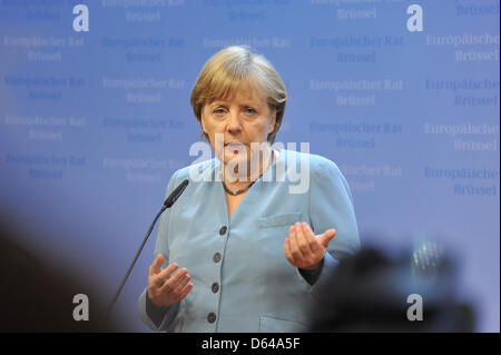 Die deutsche Bundeskanzlerin Angela Merkel äußert sich nach dem EU-Gipfel auf der nationalen Pressekonferenz vor Medienvertretern zu den Ergebnissen der Gespräche, Brüssel, 23.05.2012. Die Staats- und Regierungschefs der 27 EU-Länder sind zusammengekommen, um über Wachstum als Mittel gegen die Schuldenkrise zu diskutieren. Foto: FKPH+++(c) dpa - Bildfunk+++