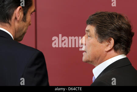 HerthaBerlin  manager Michael Preetz (L) and head coach Otto Rehhagel arrive at the DFB sport court at the German - Stock Photo