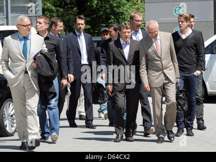 HerthaBerlin President Werner Gegenbauer (L), manager Michael Preetz (4-L), coach Otto Rehhagel (C), lawyer Christoph - Stock Photo