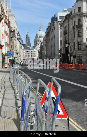 Ludgate Hill, London, UK. 14th April 2013. Looking towards St Pauls Cathedral.  Baroness Thatcher funeral security - Stock Photo