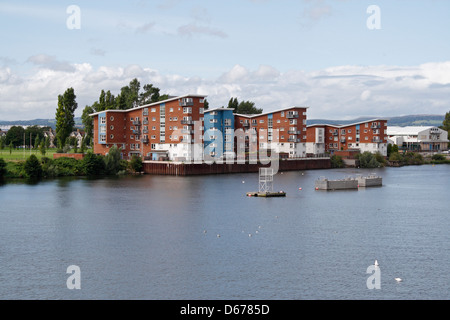 Riverside Housing in Cardiff overlooking the River Taff - Stock Photo