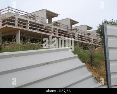View of a decayed and closed-off construction ruin in Albufeira, Portugal, 17 May 2012. Photo: Jens Kalaene - Stock Photo