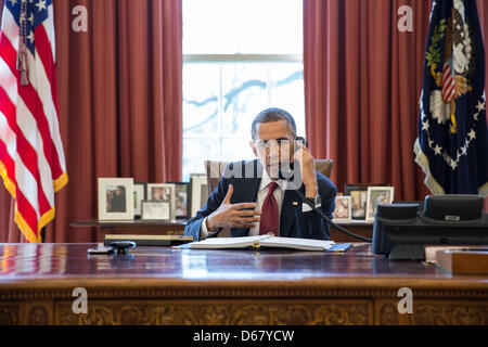 United States President Barack Obama talks on the phone with Nicole Hockley and families of the victims of the Sandy - Stock Photo