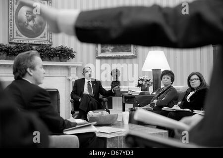 United States President Barack Obama listens to Senior Advisor Dan Pfeiffer during a meeting in the Oval Office, - Stock Photo