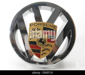 (dpa-file) - A file picture dated 09 September 2011 shows the logo of Volkswagen and Porsche in Freiburg, Germany. Volkswagen is set to take complete control of Porsche, VW announced on 04 July 2012 from its headquarters in Wolfsburg, Germany. Sports car maker Porsche is due to come under VW's control by 01 August 2012. Photo: Patrick Seeger