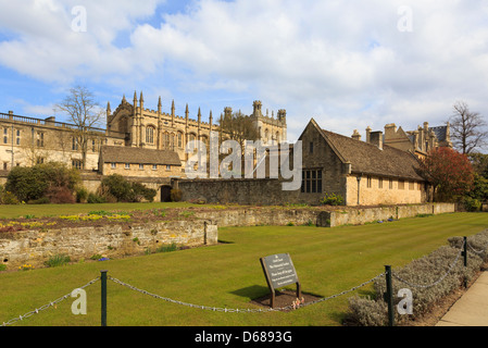 Christ Church College cathedral chapel from across war memorial garden in Oxford, Oxfordshire, England, UK, Britain - Stock Photo