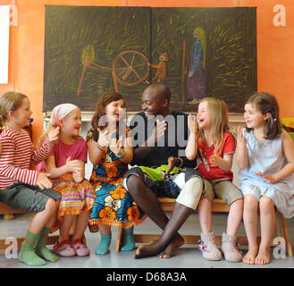 Abduorahmane Seck from Senegal sings with first grade students at Karl Schubert School, Free Waldorf School, in - Stock Photo