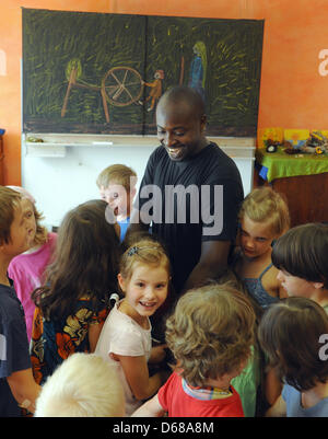 Abduorahmane Seck (M) from Senegal sings with first grade students at Karl Schubert School, Free Waldorf School, - Stock Photo