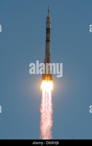 The Soyuz TMA-05M rocket launches from the Baikonur Cosmodrome in Baikonur, Kazakhstan, July 15, 2012. The rocket - Stock Photo