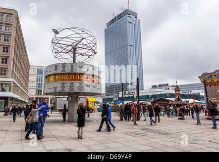 The World Time Clock and the multi-storey Park Inn at the Alexanderplatz, Mitte, Berlin - Stock Photo