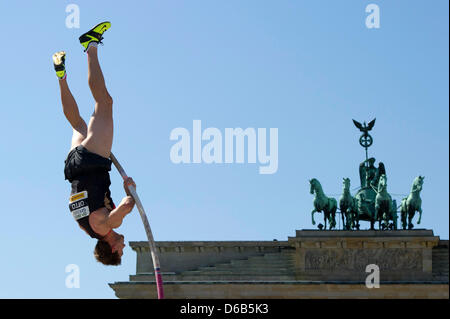 German pole vaulter Bjoern Otto jumps over the bar in front of Brandenburg Gate after a failed attempt in Berlin, - Stock Photo