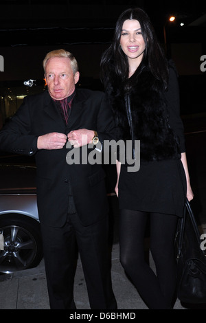 Publicist Elliot Mintz outside BOA Steakhouse with a tall woman Los Angeles, California - 21.02.11 - Stock Photo
