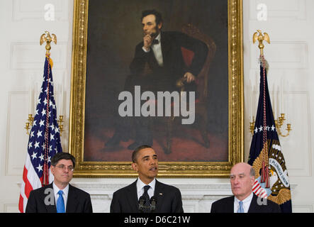 United States President Barack Obama announces the resignation of White House Chief of Staff William Daley, right, - Stock Photo