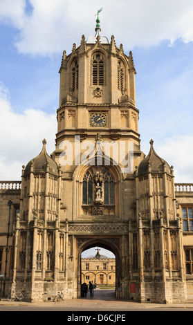 Tom Tower entrance to Christ Church College quadrangle in the University of Oxford, Oxfordshire, England, UK, Britain - Stock Photo