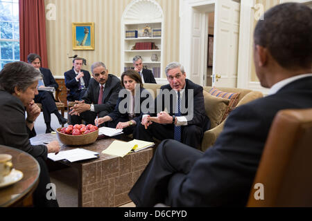 US President Barack Obama receives an update from his security team on the explosions that occurred in Boston during - Stock Photo