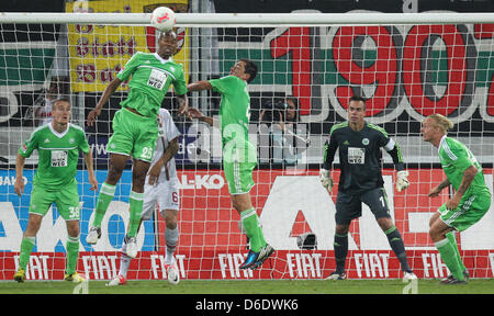 Wolfsburg's Thomas Kahlenberg (L-R), Naldo, Marcel Schaefer, goalkeeper Benaglio and Simon Kjaer duing the German - Stock Photo