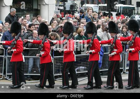 London, UK. 17 April 2013. Guardsman at Baroness Thatcher's funeral cortège makes its way along Fleet Street en - Stock Photo