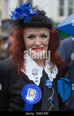 London, UK. Wednesday, 17 April 2013. Picture: A true blue Margaret Thatcher supporter. Funeral of Baroness Margaret - Stock Photo