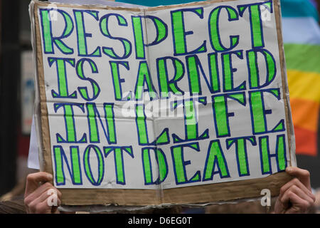 London, UK. 17th April, 2013. Anti-Thatcher protester's sign on the procession route before the funeral of Margaret - Stock Photo