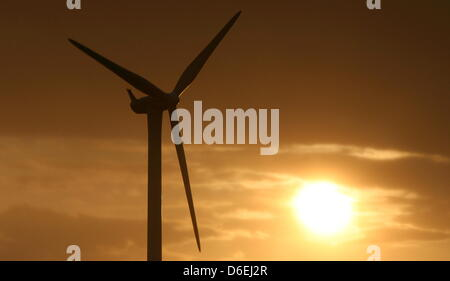 FILE - An archive picture dated 29 August 2009 shows a wind turbine near Kiel, Germany. Schleswig-Holstein Minister - Stock Photo