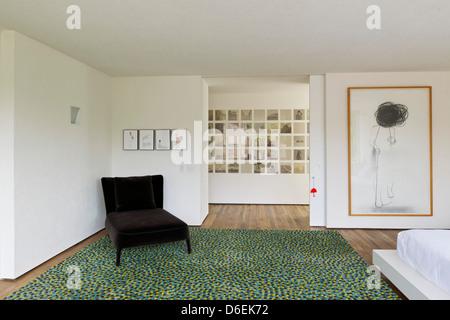 Casa Cubo, Sao Paulo, Brazil. Architect: Studio MK27- Marcio Kogan, 2012. Master bedroom. - Stock Photo