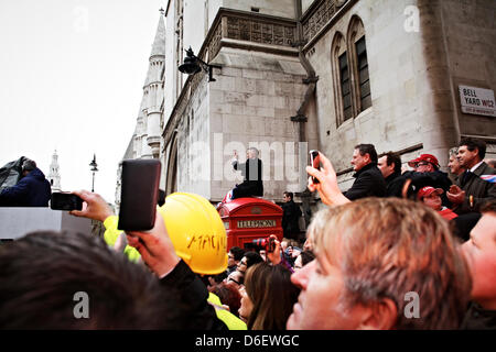 London, UK. 17th April 2013. Crowds gather for Baroness Thatcher's funeral. Credit: Ruaridh Papworth/Alamy Live - Stock Photo