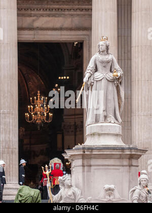 London, UK, 17 Apr. 2013.  Funeral service of Baroness Thatcher takes place at St. Paul's cathedral.  The statue - Stock Photo