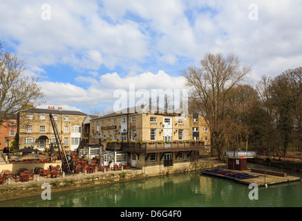 The Head of the River Fuller's riverside pub on River Thames from Folly Bridge in Oxford, Oxfordshire, England, - Stock Photo