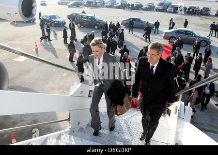 German President Christian Wulff and his wife Bettina board the presidential plane at the airport to fly to Bari - Stock Photo